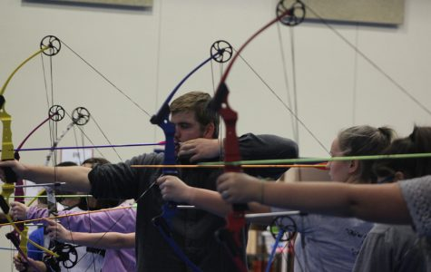 Archery Team Prepares for Competition