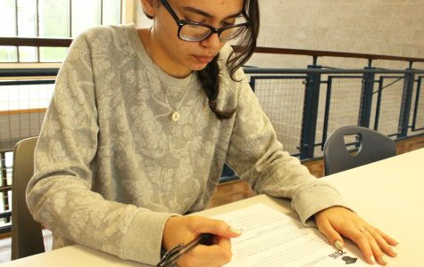 Students Sign Prom Contracts