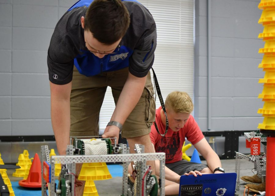 VEX Students Qualify for World Championship